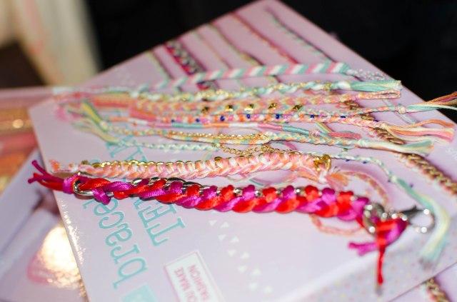 Voici les bracelets que le coffret permet de faire
